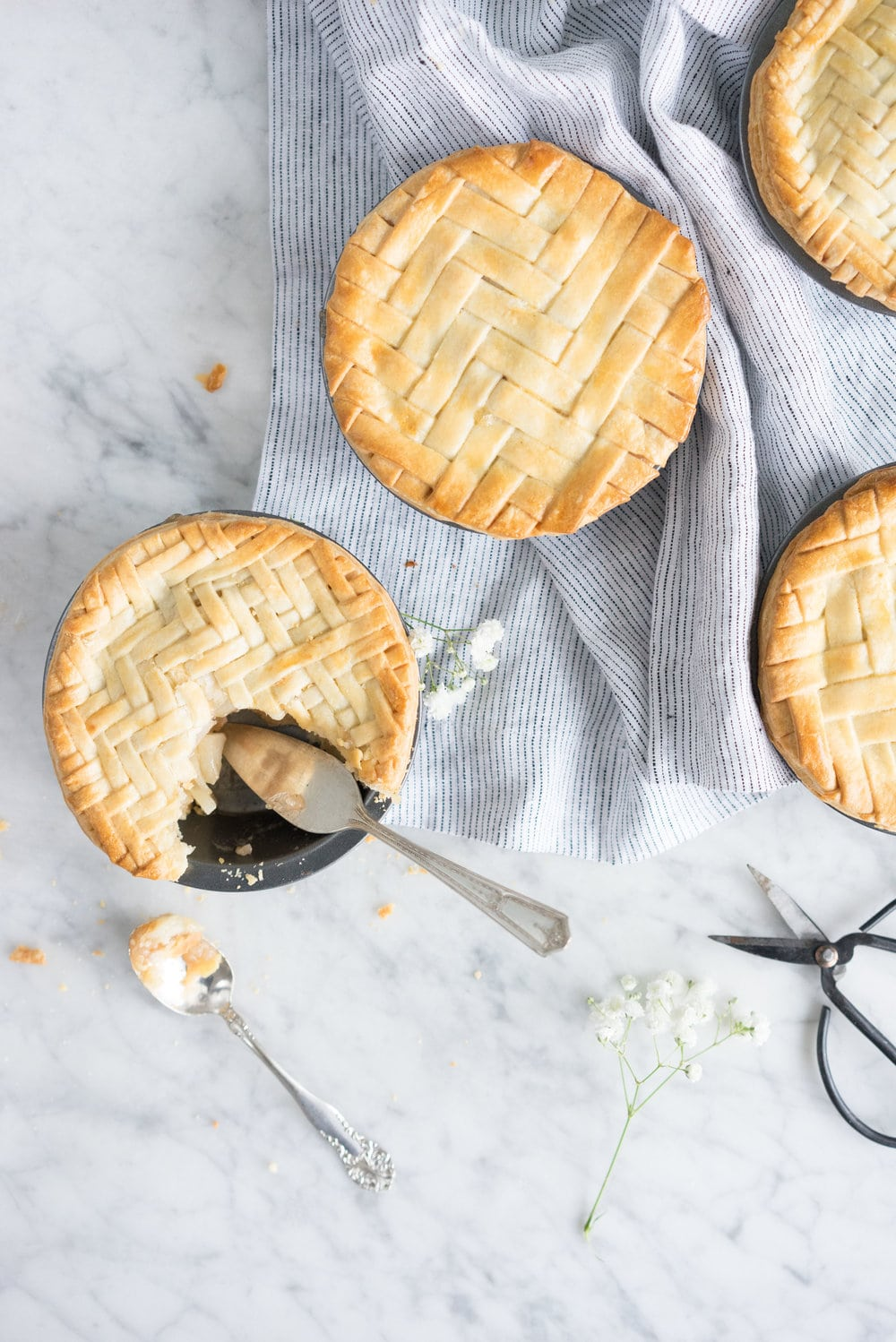 Apple and pear mini pies