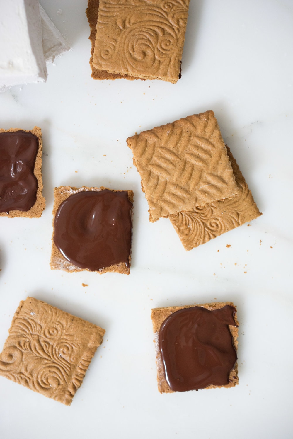Honey marshmallows and dark chocolate sandwiched between espresso graham crackers. The perfect anytime treat. Amazing toasted, or as they are.