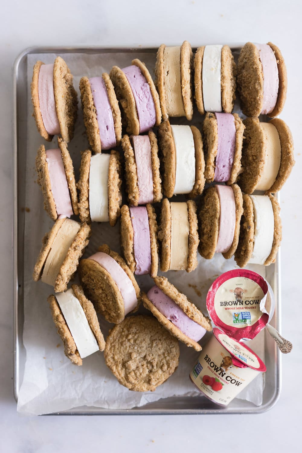 Frozen Yogurt Cookie Sandwiches with Brown Butter Streusel cookies from Cloudy Kitchen. Streusel Cookies sandwich a creamy, dreamy frozen yogurt, which is incredibly easy to whip up, and requires no straining of the yogurt! #frozenyogurt #frozenyoghurt #cookiesandwich