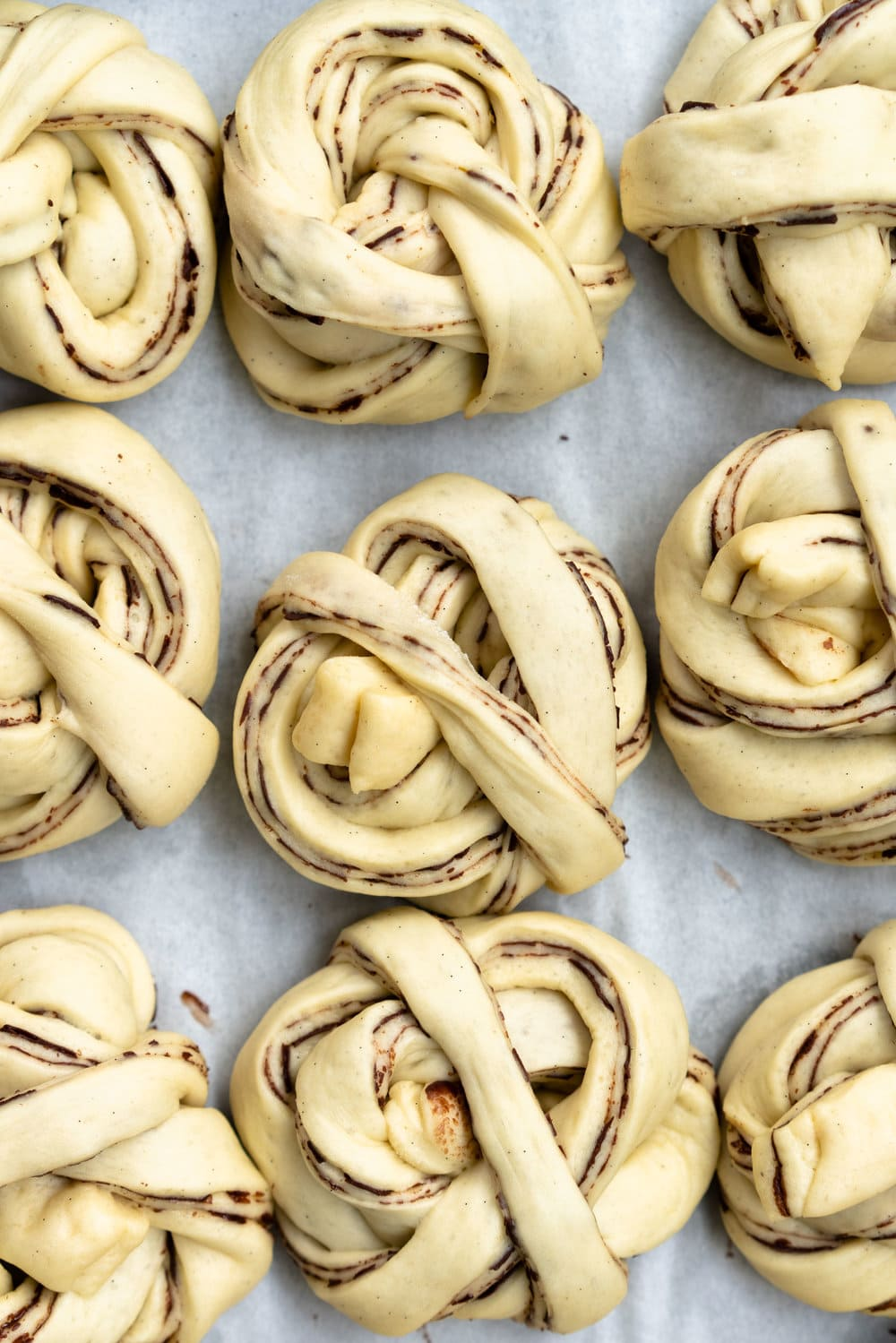 Dark Chocolate, Tahini, and Sesame Buns - a variation on the traditional swedish cinnamon bun, sweet dough is filled with a dark chocolate tahini spread, before being rolled out and twirled into perfect little buns. These are easy to make, and super pretty, not to mention crazy delicious. #swedishbuns #tahini #chocolate