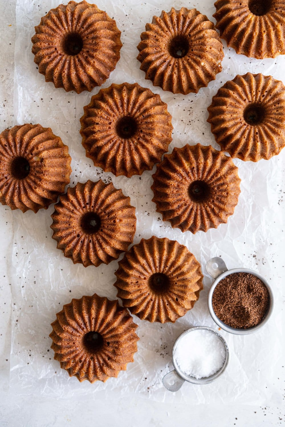 Banana mini bundt cakes, made in a mini brilliance pan, finished with a coffee infused salted caramel. The perfect treat to have with your coffee. #bananabundt #bananacake #coffeecaramel