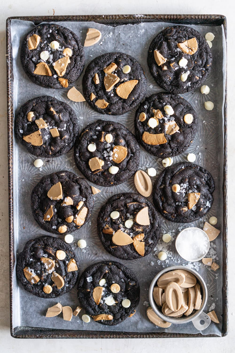 Cookies and Cream Cookies - Black Cocoa Cookies with White Chocolate Chunks. Fudgy, chewy Black cocoa cookies are stuffed full of white chocolate chunks. These are the most perfect cookies and cream cookie, and are so amazing on their own or with a glass of cold milk. #cookies #cookiesandcream #whitechocolate