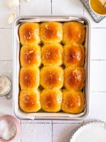 Garlic Butter Dinner Rolls