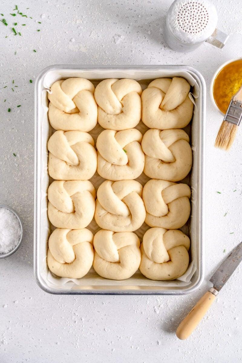 risen garlic knots