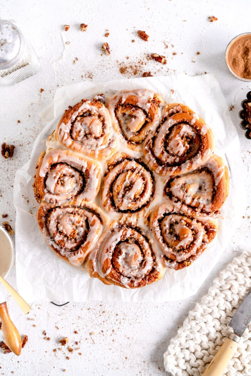 cinnamon rolls with candied pecans