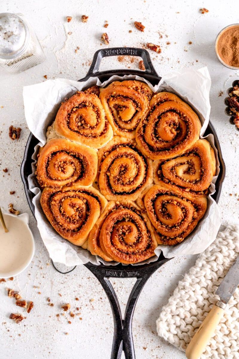 baked vegan cinnamon rolls