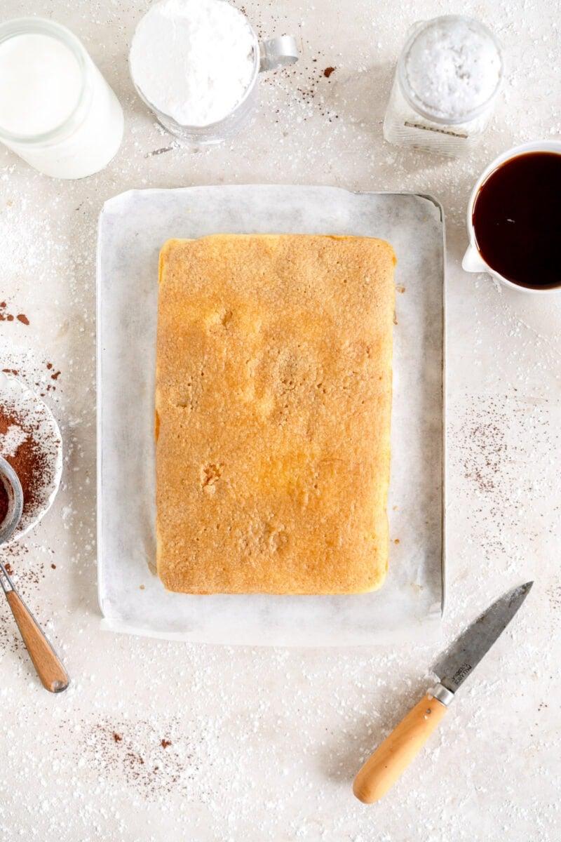 vanilla snack cake with coffee